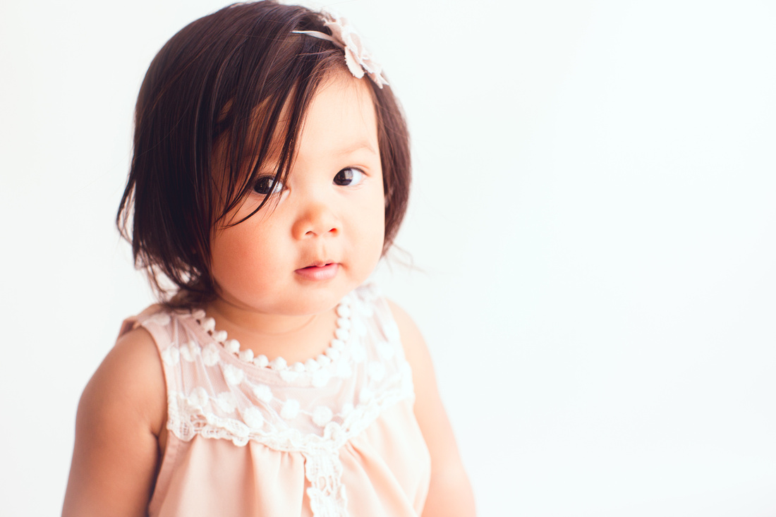 baby photographer in studio
