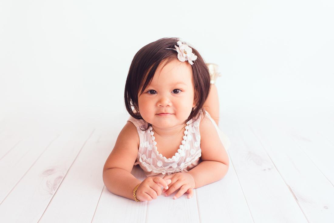 baby photographer in studio